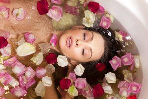 Розовото масло в Ароматерапията